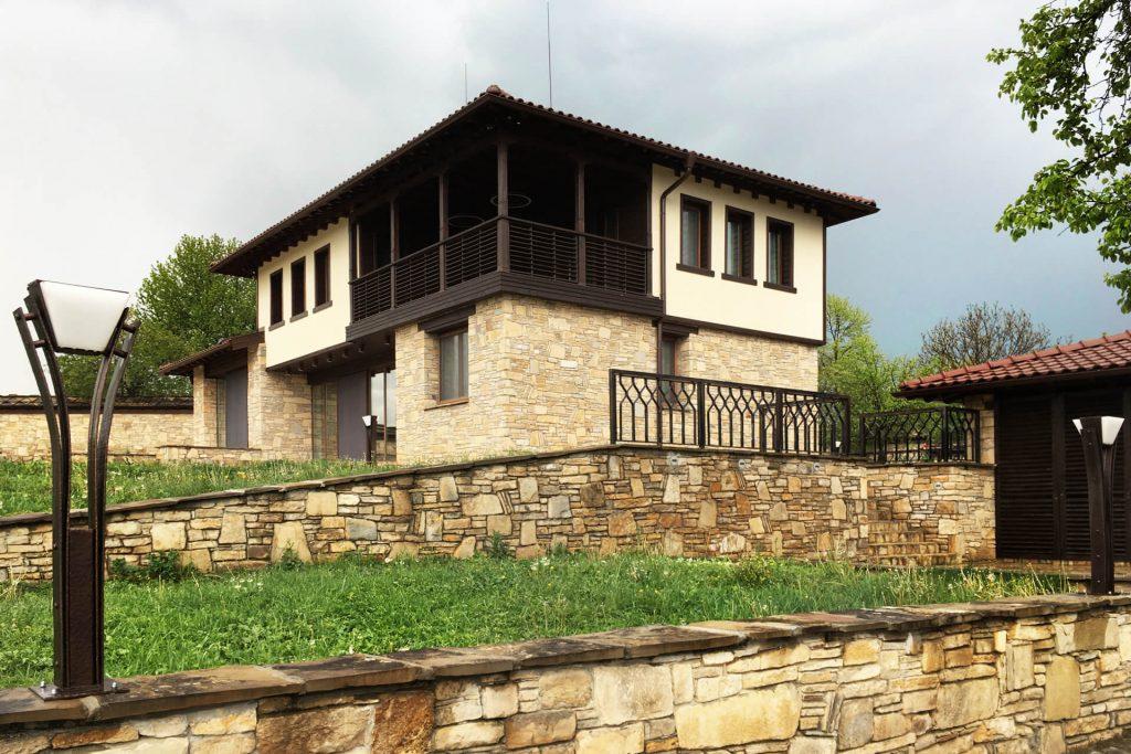 Българска традиционна къща край Габрово