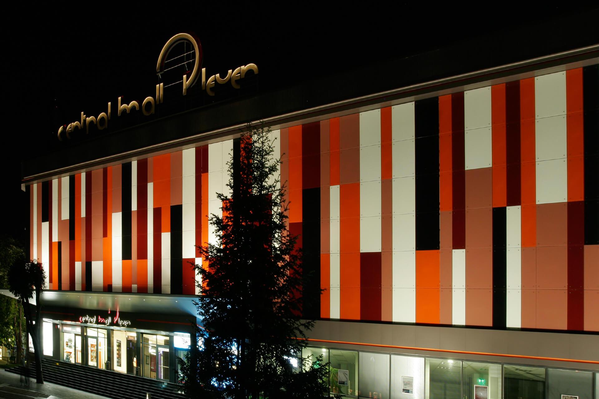 Фасада на Central Mall Pleven.
