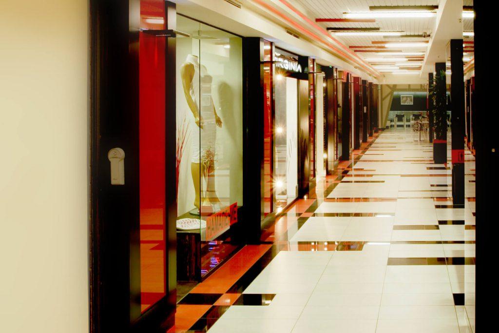 Дизайн витрини в Central Mall Pleven.